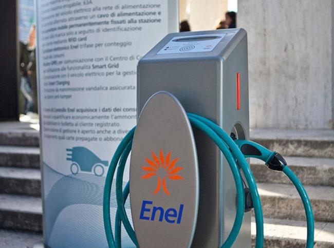 Il Piano Enel per l'infrastruttura di ricarica delle auto elettriche: 7mila colonnine al 2020